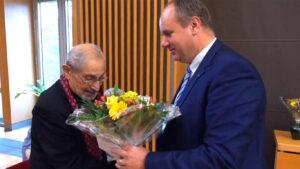 Oberbürgermeister Dirk Hilbert ehrt Nabil Yacoub  für sein Jahrzehnte langes Engagement in der Dresdner Integrationsarbeit